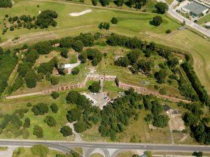 Fort IV z lotu ptaka Toruń, zwiedzanie z pochodniami